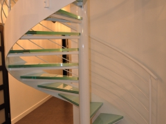 Piotrków - schody kręcone, szklane - widok całościowy